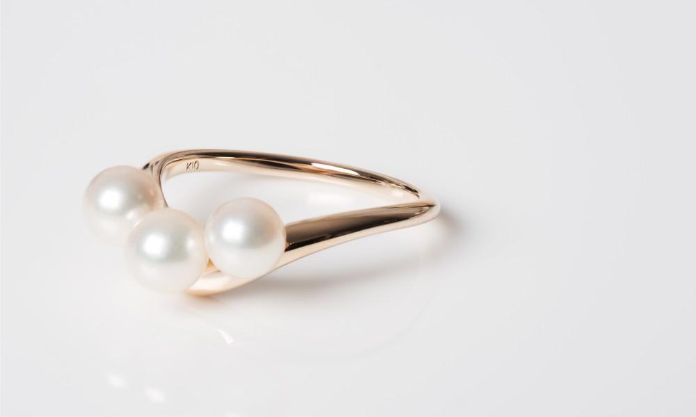 Pearls V Ring